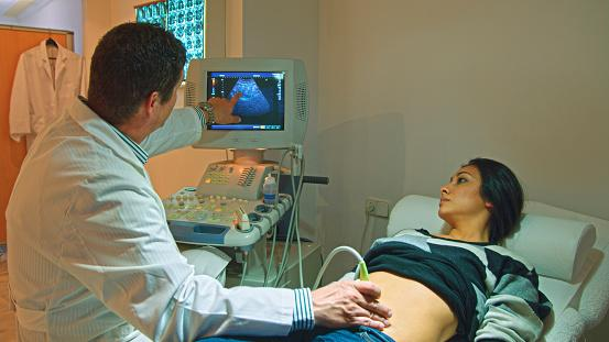 Ultrasound on pregnant woman