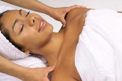 woman getting pregnancy massage