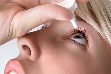 Antibiotic eye drops for pink eye