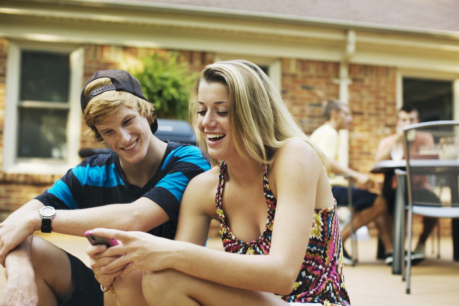 Adolescentes pasando el rato