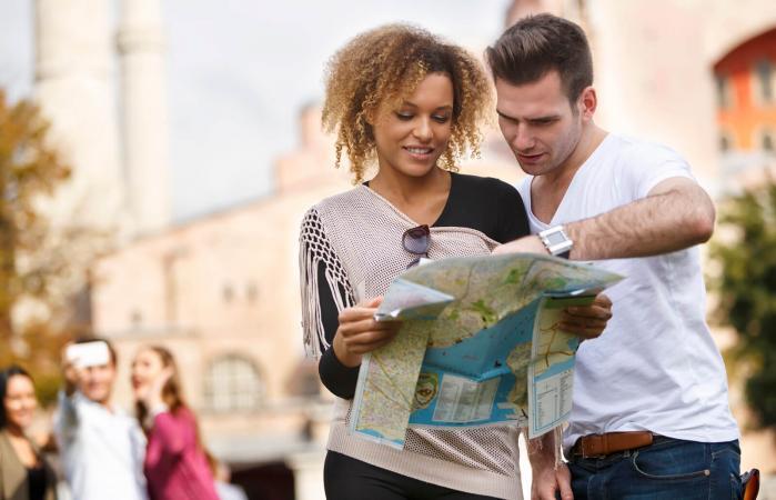 Pareja viajando juntos