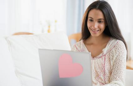 mujer en busca de pareja compatible