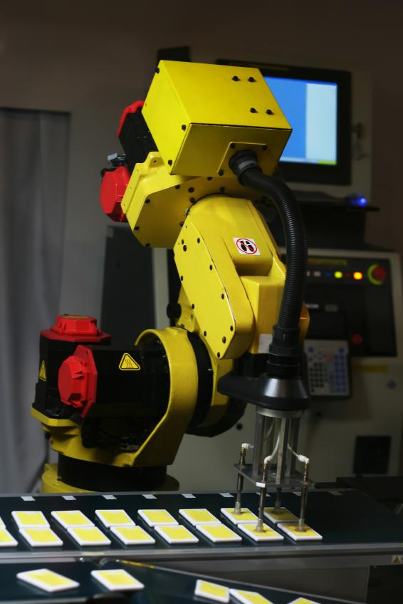 https://cf.ltkcdn.net/safety/images/slide/123414-566x848-RoboticArm.jpg