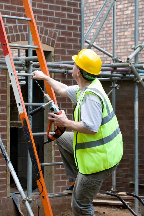 https://cf.ltkcdn.net/safety/images/slide/147356-566x848r1-Ladder.jpg