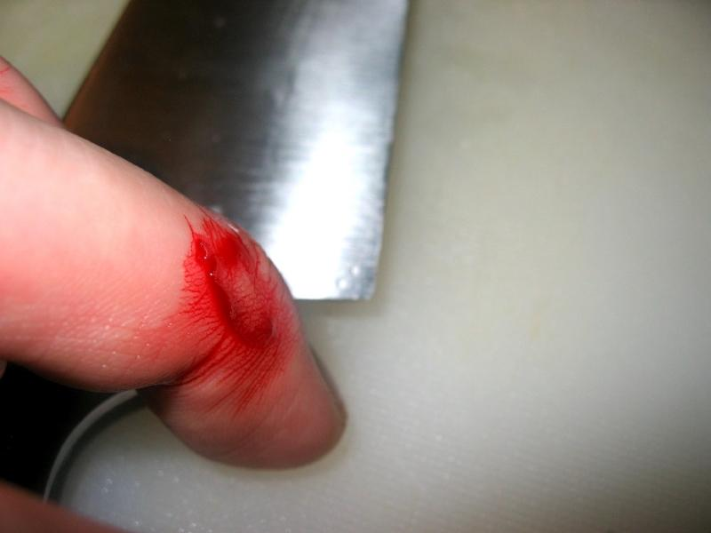 https://cf.ltkcdn.net/safety/images/slide/151165-800x600-kitchen-cut-knife.jpg