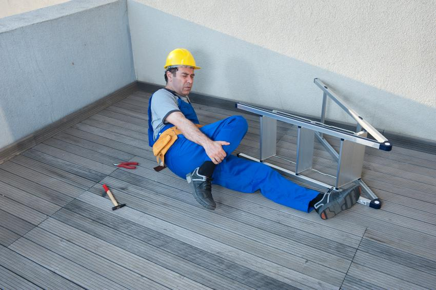 https://cf.ltkcdn.net/safety/images/slide/151166-850x565-ladder-injury.jpg