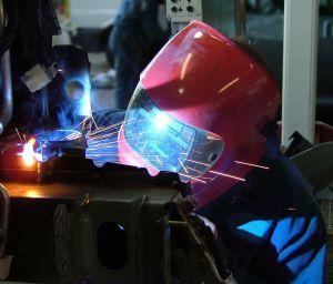 https://cf.ltkcdn.net/safety/images/slide/123321-300x256-welding.jpg