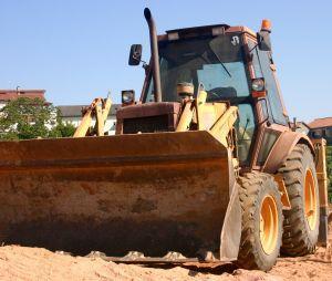 https://cf.ltkcdn.net/safety/images/slide/123324-300x254-bulldozer.jpg
