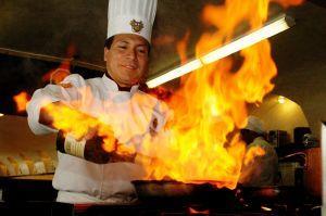 https://cf.ltkcdn.net/safety/images/slide/123328-300x199-chef_cooking.jpg