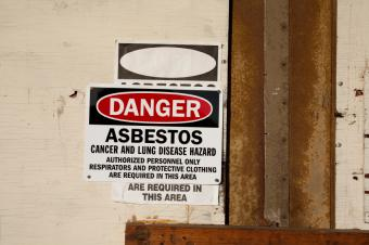 https://cf.ltkcdn.net/safety/images/slide/123411-849x565-Asbestos.jpg
