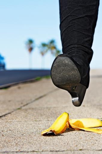 https://cf.ltkcdn.net/safety/images/slide/147358-566x848-SafeShoes.jpg