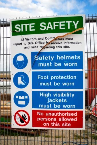 https://cf.ltkcdn.net/safety/images/slide/147359-566x848r1-SafetySign.jpg