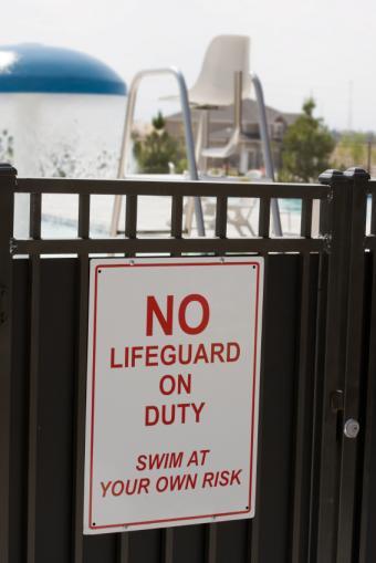 https://cf.ltkcdn.net/safety/images/slide/147361-566x848r1-SwimGate.jpg