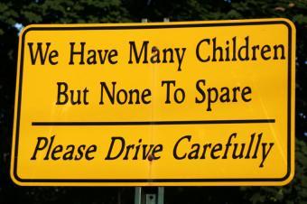 https://cf.ltkcdn.net/safety/images/slide/170047-850x566-Please-Drive-Carefully-Sign.jpg
