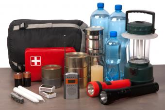 What to Put in an Earthquake Emergency Kit