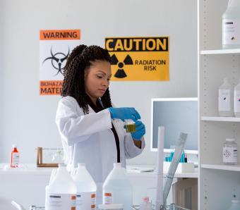 https://cf.ltkcdn.net/safety/images/slide/253254-850x744-1-important-lab-safety-symbols.jpg