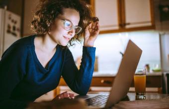 woman on virtual call