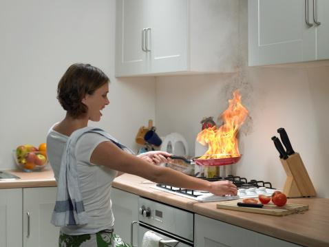 Health and safety in the kitchen lovetoknow for 5 kitchen safety hazards