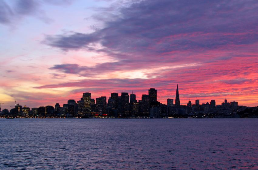 https://cf.ltkcdn.net/sanfrancisco/images/slide/164605-850x559-san-fran-skyline-sunset-view.jpg