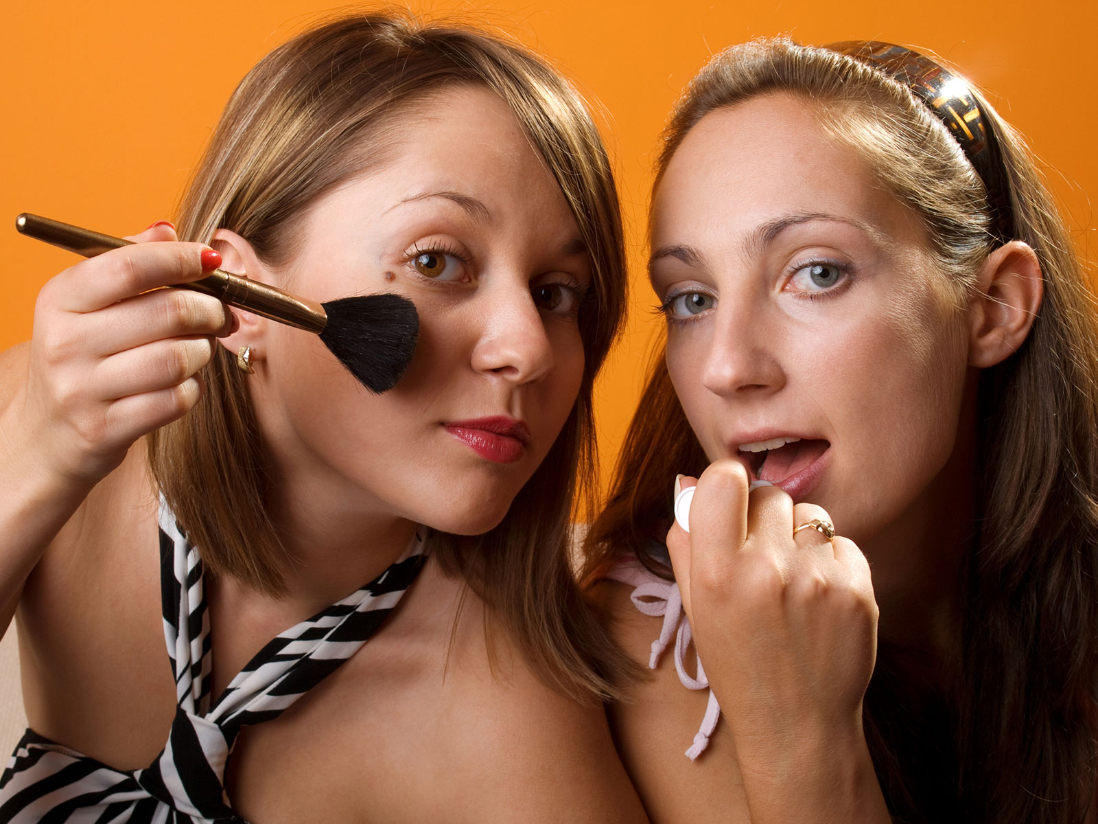 girls-applying-makeup.jpg