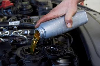 https://cf.ltkcdn.net/save/images/slide/167743-600x399-vehicle-maintenance-oil-change.jpg