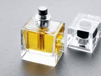 https://cf.ltkcdn.net/save/images/slide/212650-850x638-perfume-bottle.jpg