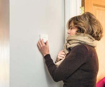 Adjusting the thermostat
