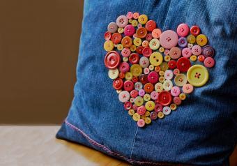 https://cf.ltkcdn.net/save/images/slide/254235-850x595-12_Handmade_Pillow.jpg