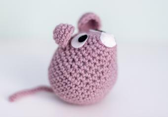 https://cf.ltkcdn.net/save/images/slide/254242-850x595-16_Crochet_Mouse.jpg