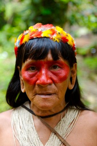 https://cf.ltkcdn.net/science/images/slide/209645-566x848-rainforestwoman.jpg
