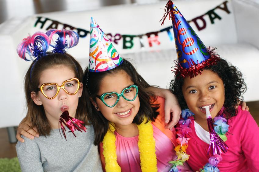 https://cf.ltkcdn.net/scrapbooking/images/slide/143019-849x565r1-birthday-friends.jpg