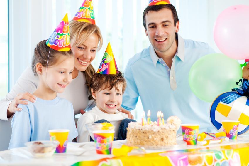https://cf.ltkcdn.net/scrapbooking/images/slide/143028-849x565r1-birthday-family.jpg