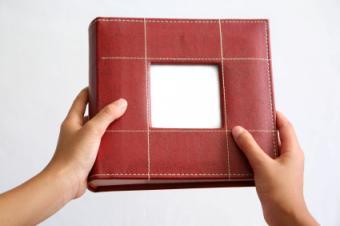 https://cf.ltkcdn.net/scrapbooking/images/slide/167120-425x282-leather-scrapbook-cover.jpg