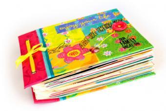https://cf.ltkcdn.net/scrapbooking/images/slide/167122-424x283-ribbon-scrapbook-cover.jpg