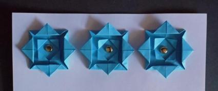 folded paper border