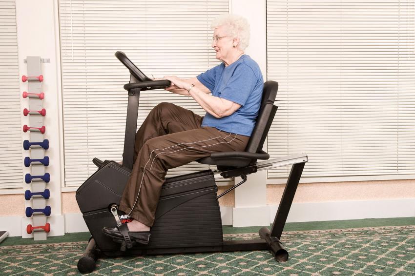 https://cf.ltkcdn.net/seniors/images/slide/241102-850x566-senior-woman-on-exercise-bike.jpg