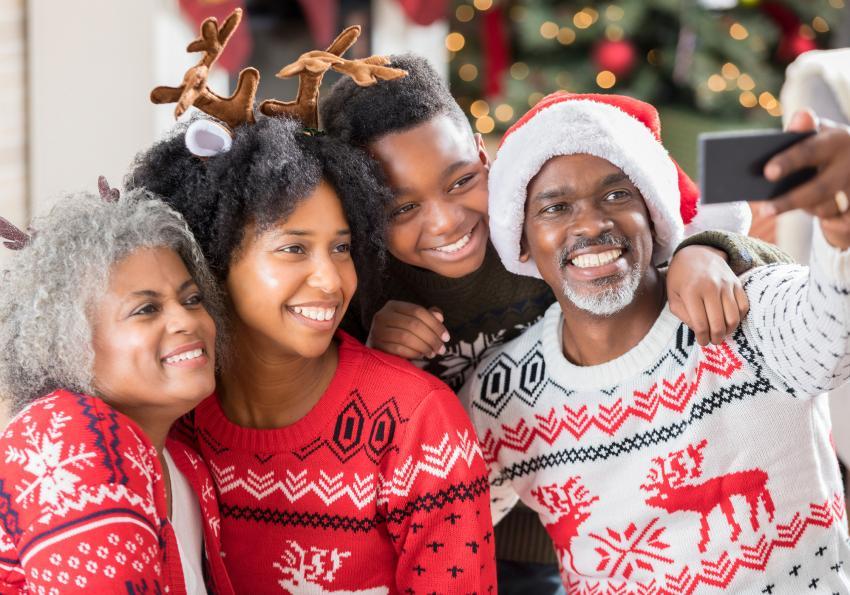 https://cf.ltkcdn.net/seniors/images/slide/253541-850x595-4_Fun_Holiday_Sweater.jpg