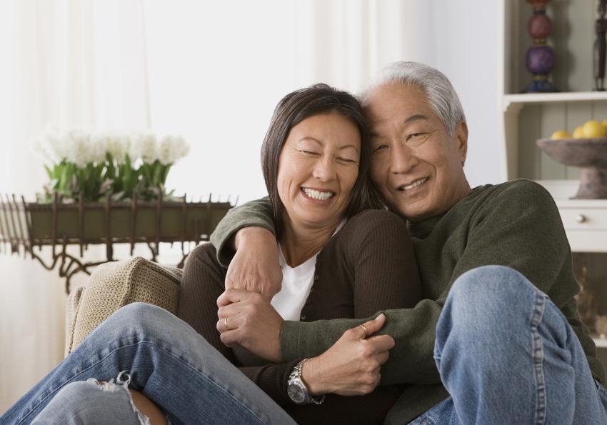 https://cf.ltkcdn.net/seniors/images/slide/253548-850x595-12_Mature_couple_cuddle.jpg
