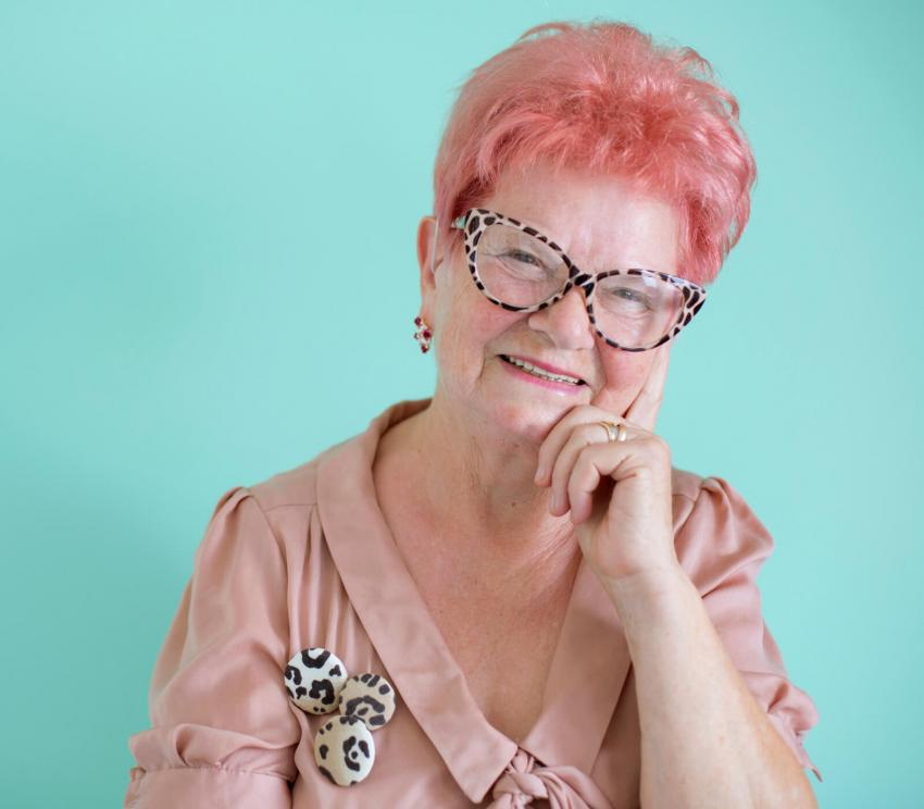 https://cf.ltkcdn.net/seniors/images/slide/258290-850x744-3-fun-hair-colors-senior-women.jpg