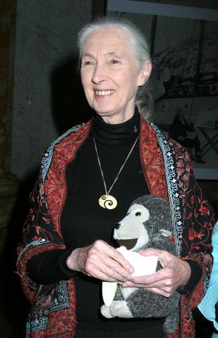 https://cf.ltkcdn.net/seniors/images/slide/91008-309x480-jane-goodall.jpg