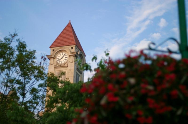 https://cf.ltkcdn.net/seniors/images/slide/91140-800x531-retire-college-towns.jpg