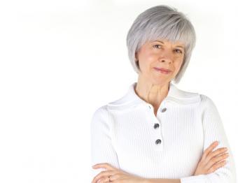 https://cf.ltkcdn.net/seniors/images/slide/167913-789x608-senior-hairstyle-angled-bob.jpg