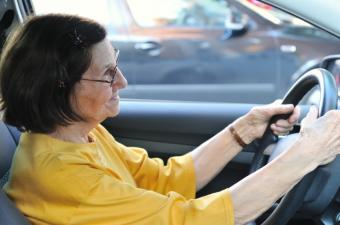 How to Know When an Elderly Person Is No Longer a Safe Driver