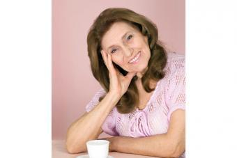 https://cf.ltkcdn.net/seniors/images/slide/224341-704x469-elderly-woman-with-long-brown-hair.jpg