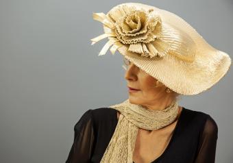 https://cf.ltkcdn.net/seniors/images/slide/253542-850x595-5_Mature_Woman_hat_scarf.jpg