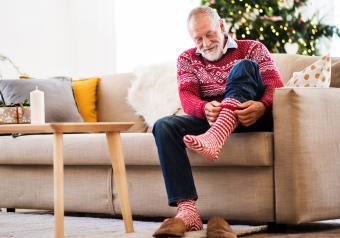 https://cf.ltkcdn.net/seniors/images/slide/253836-850x595-10_Senior_Man_socks.jpg