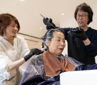 https://cf.ltkcdn.net/seniors/images/slide/258288-850x744-1-fun-hair-colors-senior-women.jpg