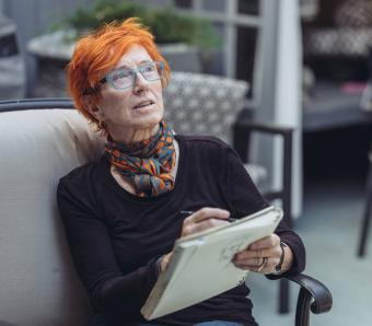 https://cf.ltkcdn.net/seniors/images/slide/258297-850x744-10-fun-hair-colors-senior-women.jpg