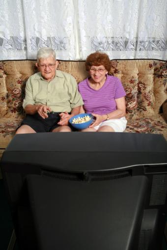 https://cf.ltkcdn.net/seniors/images/slide/91265-566x848-Watching_Family_Video.jpg