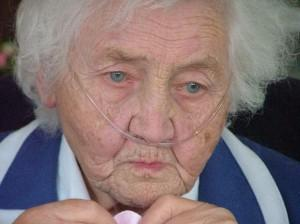 Image of an elderly woman wearing a nasal cannula